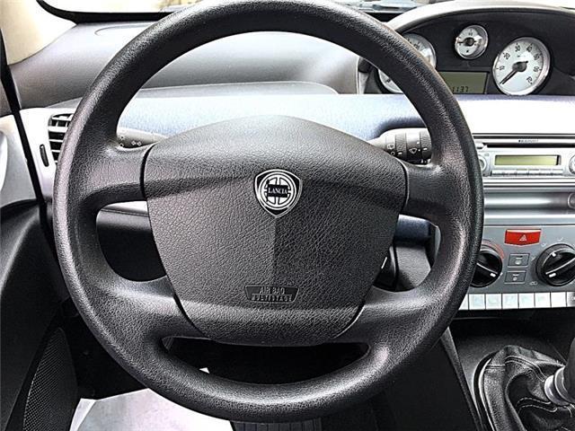 Lancia_Ypsilon_10
